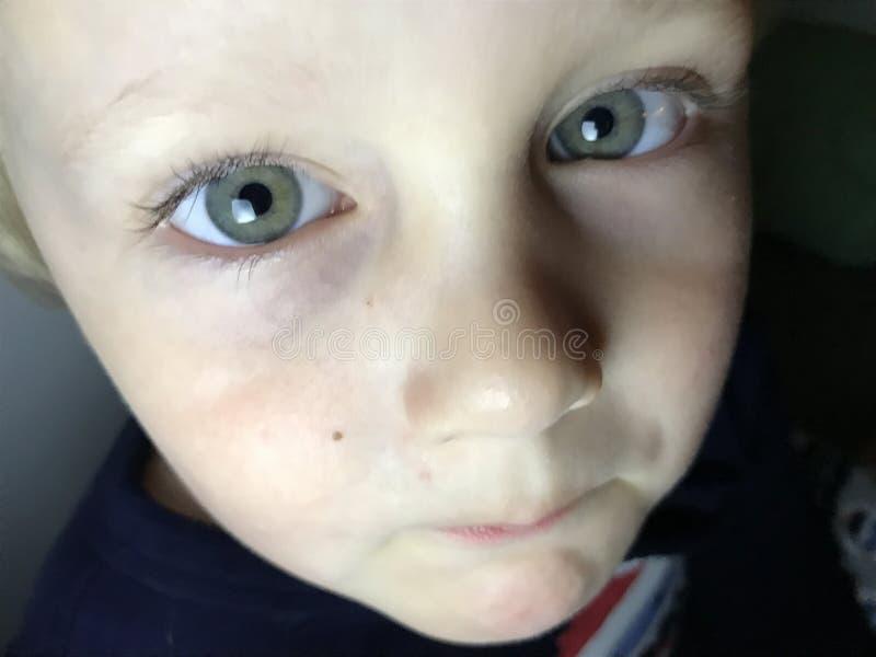 Участливый ребенок стоковое фото