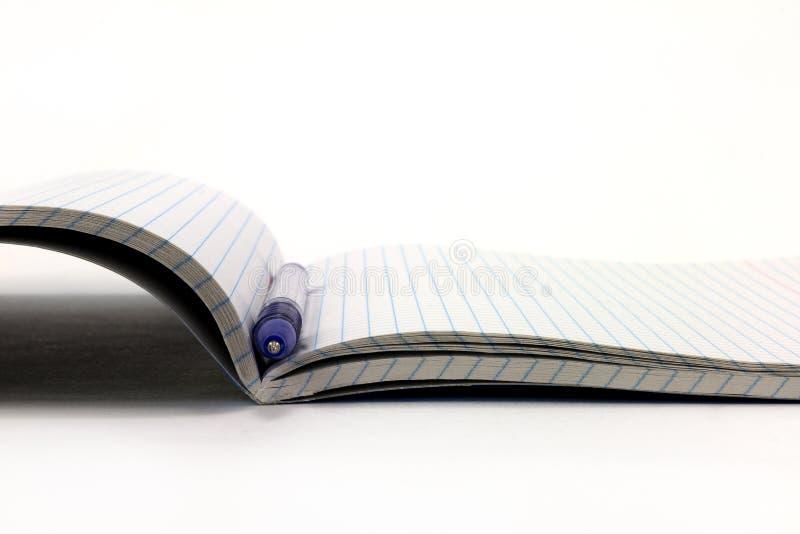 Ученические книги на белой предпосылке стоковые изображения