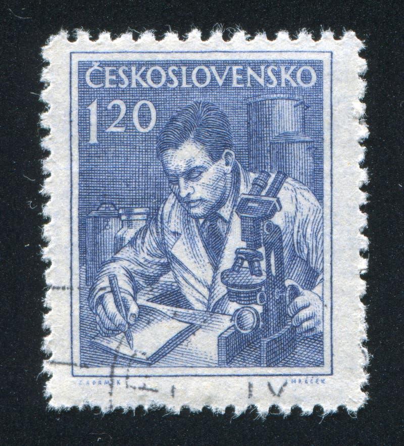 Ученый и микроскоп стоковое изображение rf