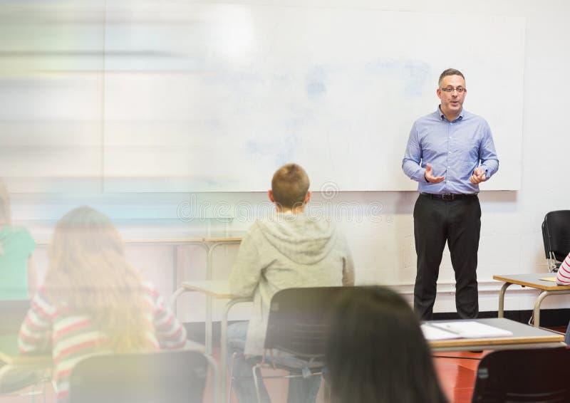 Учитель с классом стоковое изображение
