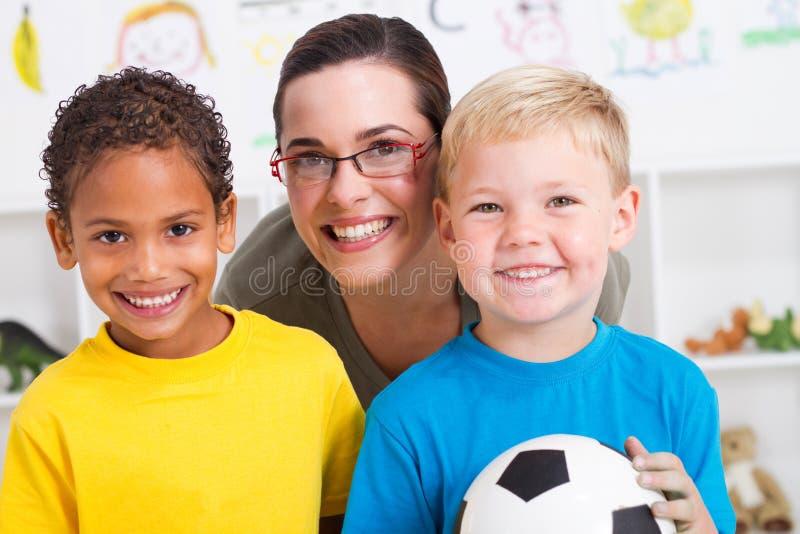 учитель preschoolers стоковая фотография rf