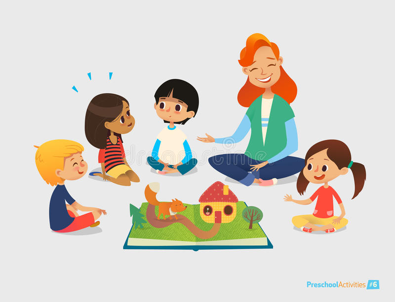 Учительница говорит сказки используя всплывающую книгу, дети сидят на поле в круге и слушают к ей Деятельности при Preschool и ea иллюстрация штока