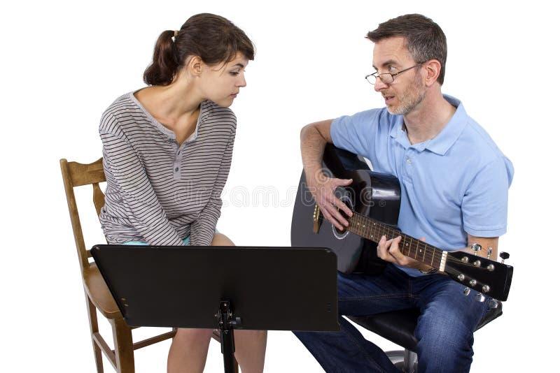 Учитель музыки и студент стоковые фото