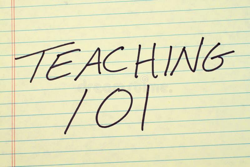 Учить 101 на желтой законной пусковой площадке стоковые фотографии rf