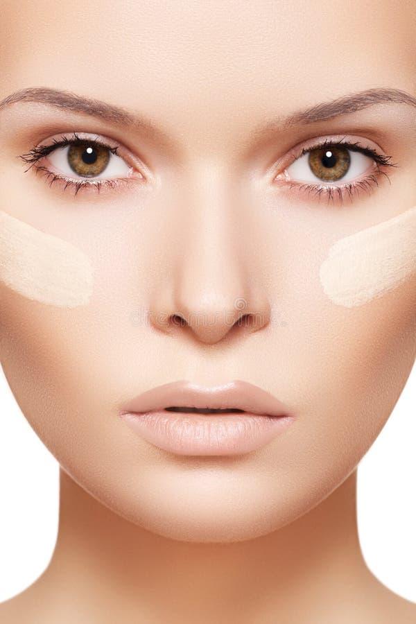 учредительство чистых косметик cream делает кожу вверх стоковые фотографии rf
