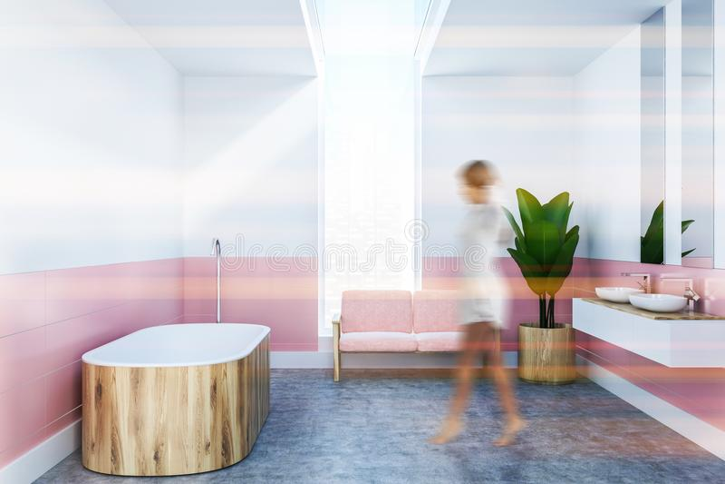 Ушат белой и розовой ванной комнаты деревянный, взгляд со стороны девушки иллюстрация штока