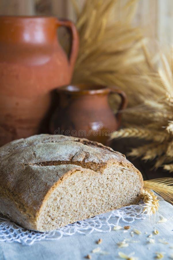 Уши домодельного хлеба и пшеницы стоковая фотография rf