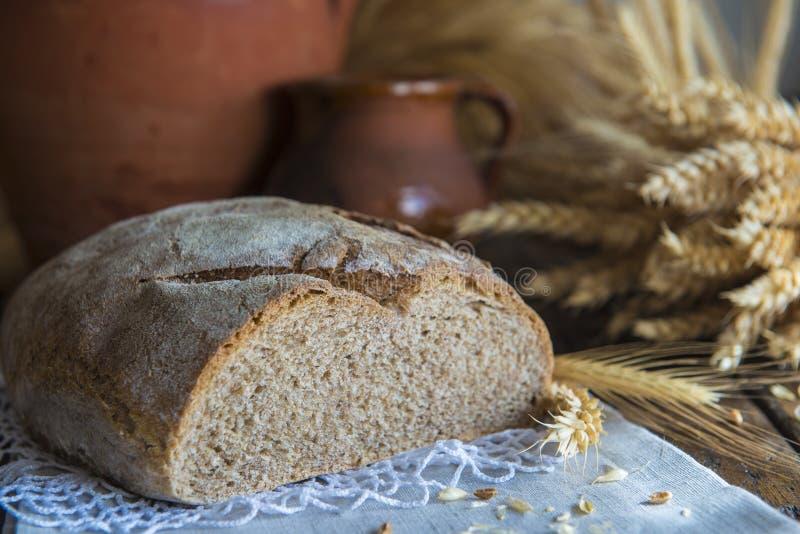 Уши домодельного хлеба и пшеницы стоковые изображения rf