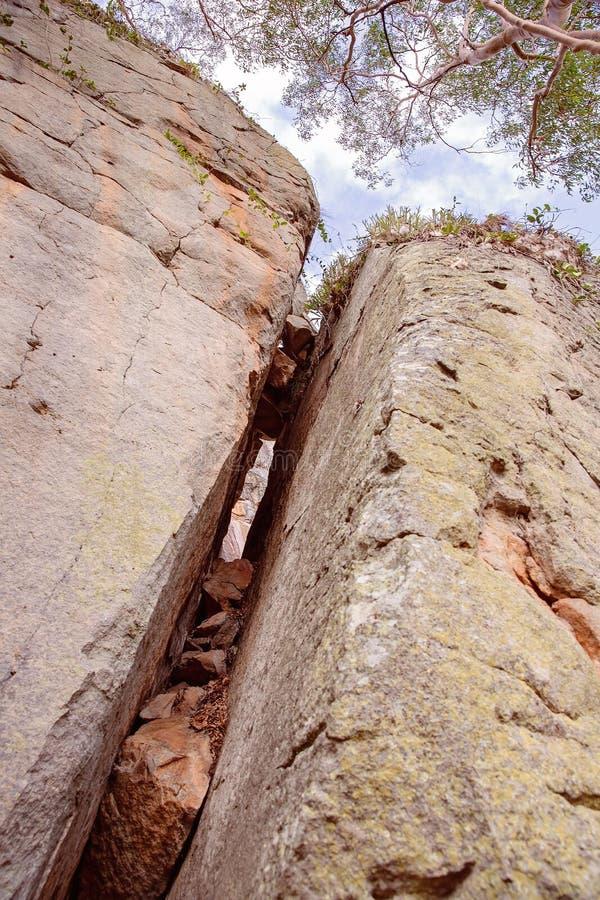 Ущелье Австралия Cania Crevice скалы песчаника стоковые фотографии rf