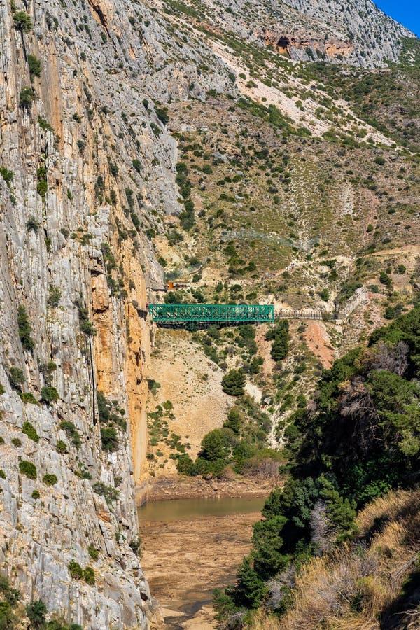Ущелье El Chorro вдоль известного пути Caminito del Rey в Андалусии, Испании стоковые фотографии rf