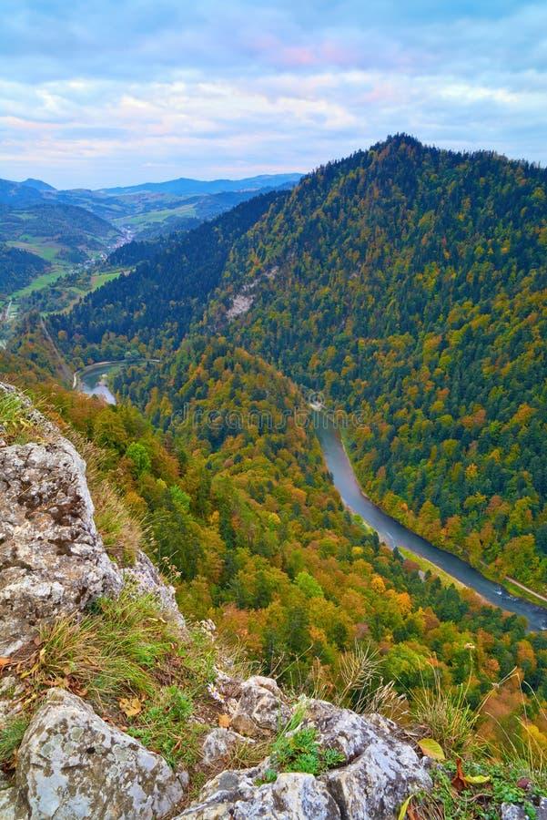 Ущелье реки Dunajec. Взгляд от горы Sokolica. стоковое изображение