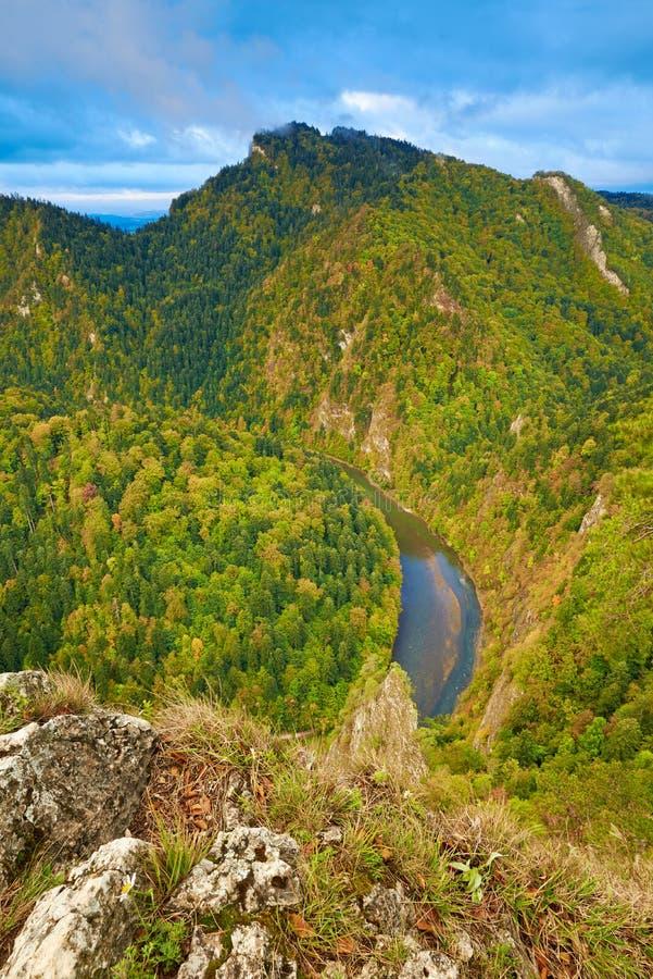 Ущелье реки Dunajec в горах Pieniny, стоковые изображения