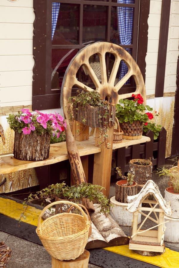 Уютная деревенская задворк стоковая фотография