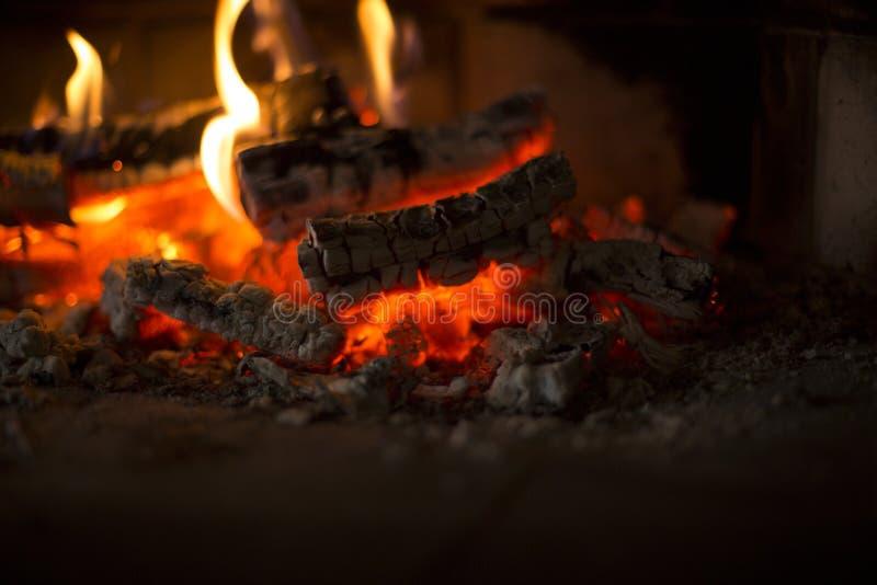 Уютное место огня дома дом теплая стоковые фотографии rf