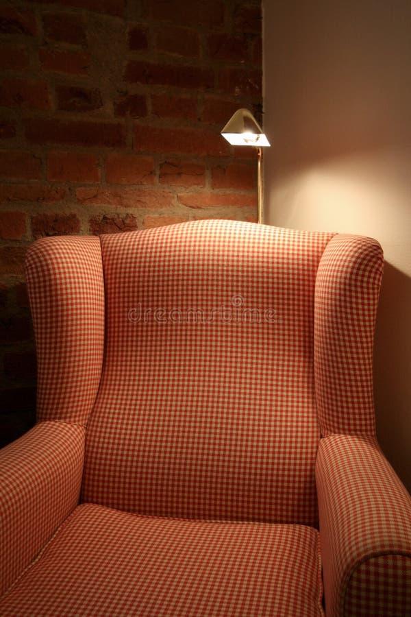 Уютный стул крыла стоковое изображение rf