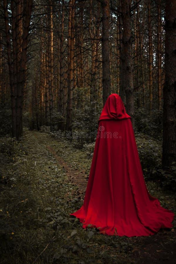 удерживания halloween даты принципиальной схемы календара жнец мрачного счастливого миниатюрный говорит положение косы Ведьма в п стоковая фотография