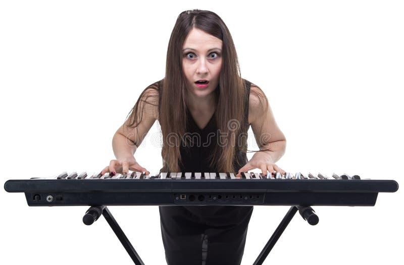 Удивленная женщина с синтезатором стоковое фото rf