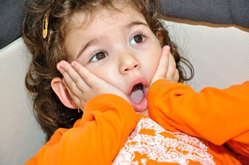 Удивленная маленькая девочка стоковое фото