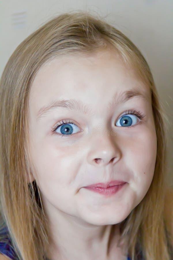Удивленная милая девушка стоковые фотографии rf