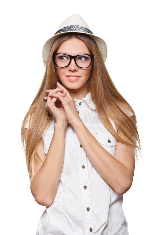 Удивленная счастливая молодая женщина смотря косой в ободрении изолировано стоковое фото
