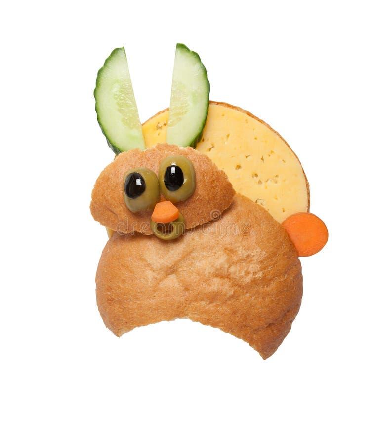 Удивленные зайцы сделанные из хлеба и сыра на белой предпосылке стоковое изображение