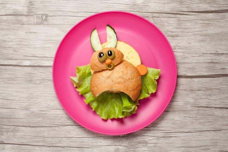 Удивленные зайцы сделанные из хлеба и сыра стоковые фотографии rf