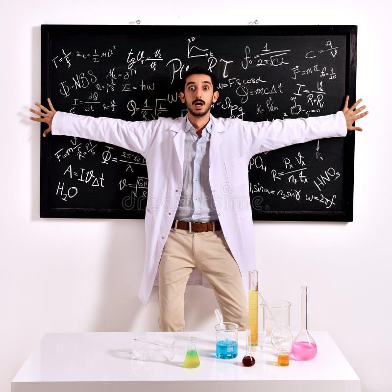 Удивленный учитель на классн классном стоковые фотографии rf