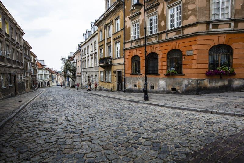 Улица в старом городке Варшавы - столицы Польши стоковое изображение rf