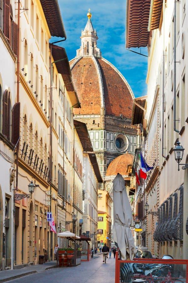 Улица в старом городке, Флоренсе, Италии стоковая фотография rf