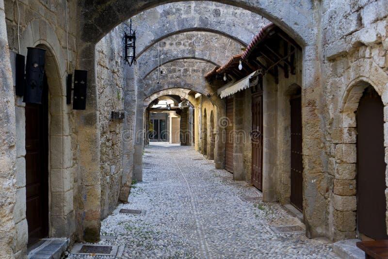 Улица города Родоса средневекового стоковая фотография rf