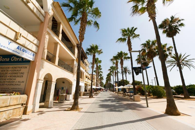Улица курортного города стоковое фото rf