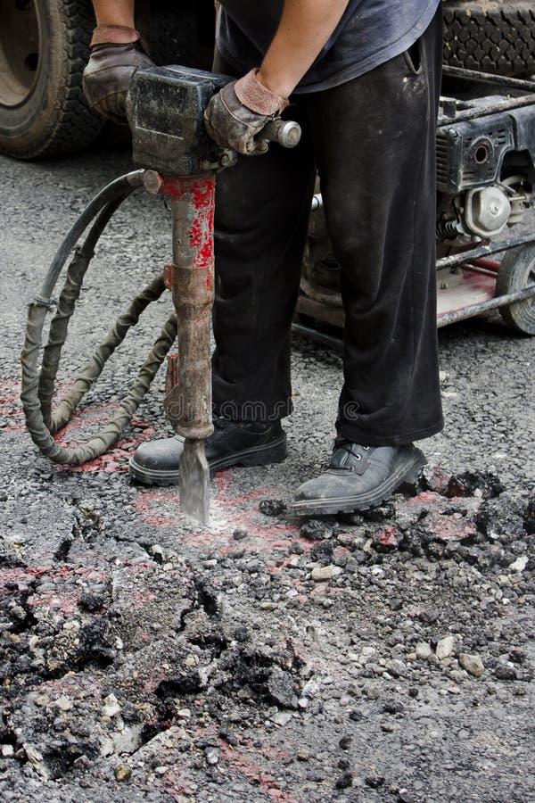 Улица работника jackhammering стоковая фотография
