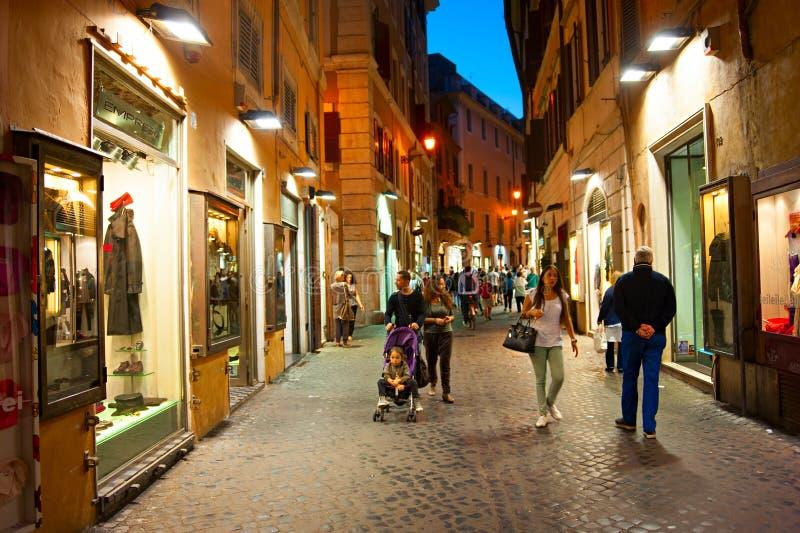 Улица Рима на ноче стоковая фотография rf