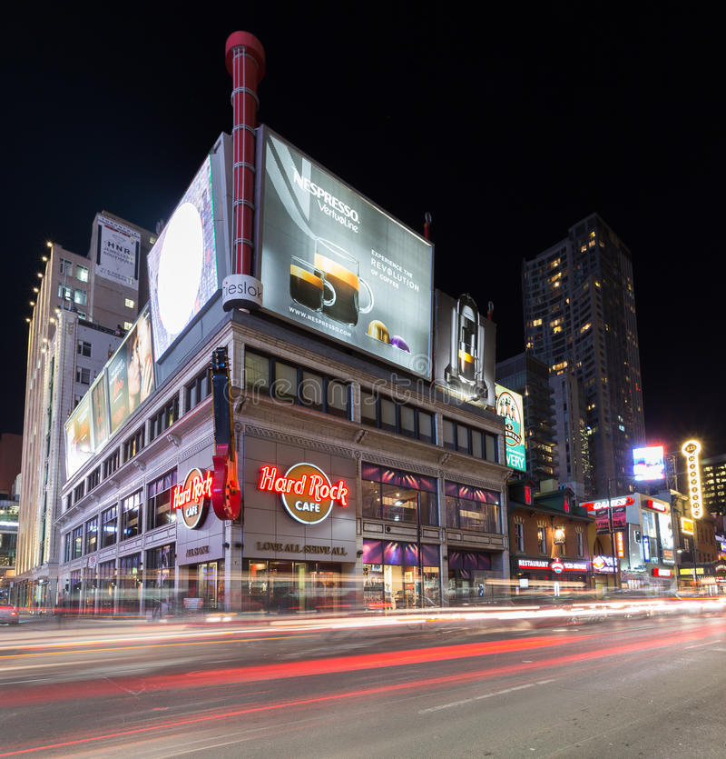 Улица Торонто Yonge на ноче стоковое фото rf