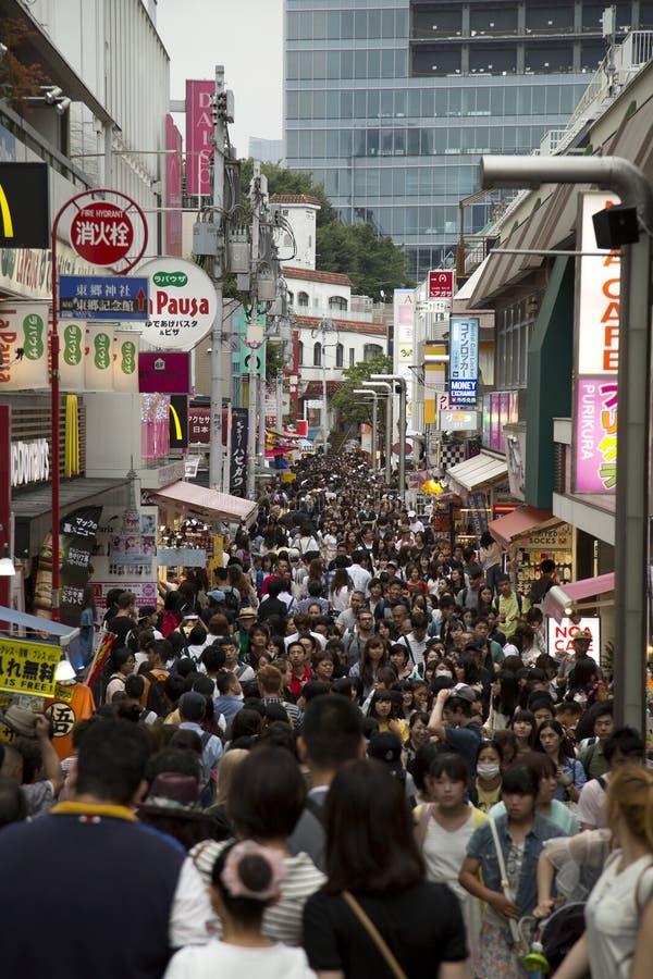 Улица dori Takeshita в Harajuku, Японии стоковые фотографии rf