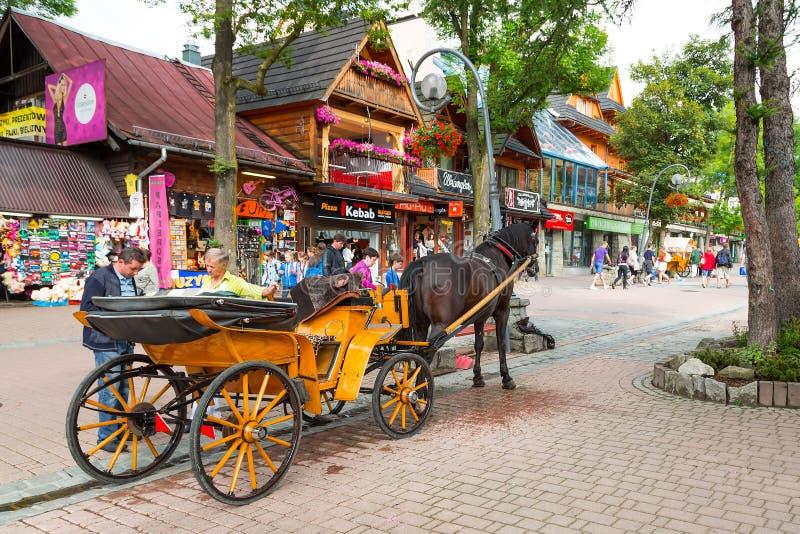 Улица Krupowki в Zakopane, Польше стоковое изображение