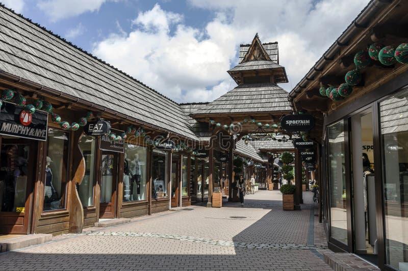 Улица Krupowki 29 моды в Zakopane стоковая фотография