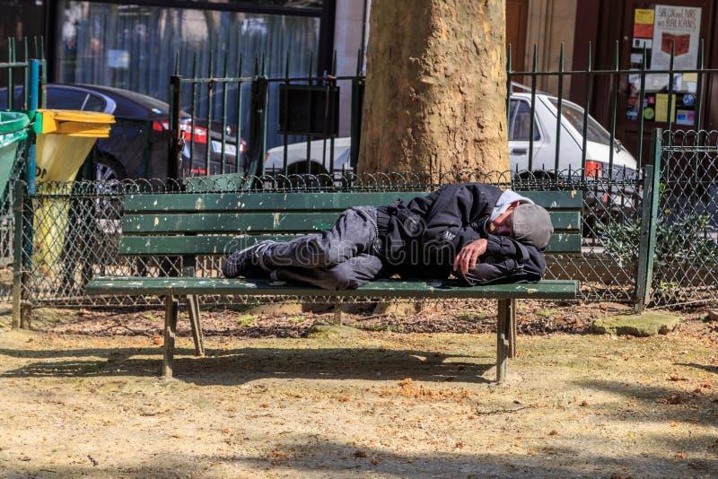улицы prague бездомного изображения человека унылые стоковые изображения rf