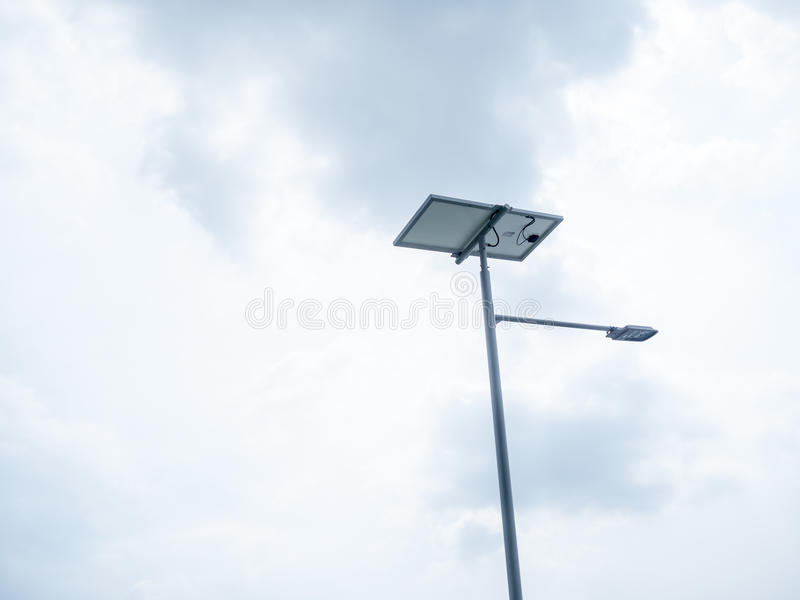 Уличное освещение СИД солнечной энергии стоковое фото rf