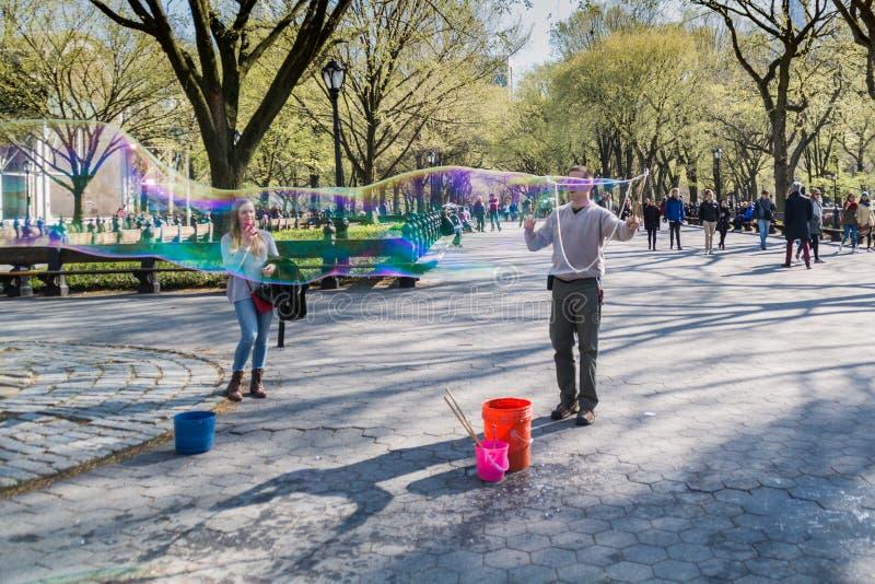 Уличный исполнитель в Central Park, Нью-Йорке стоковая фотография rf