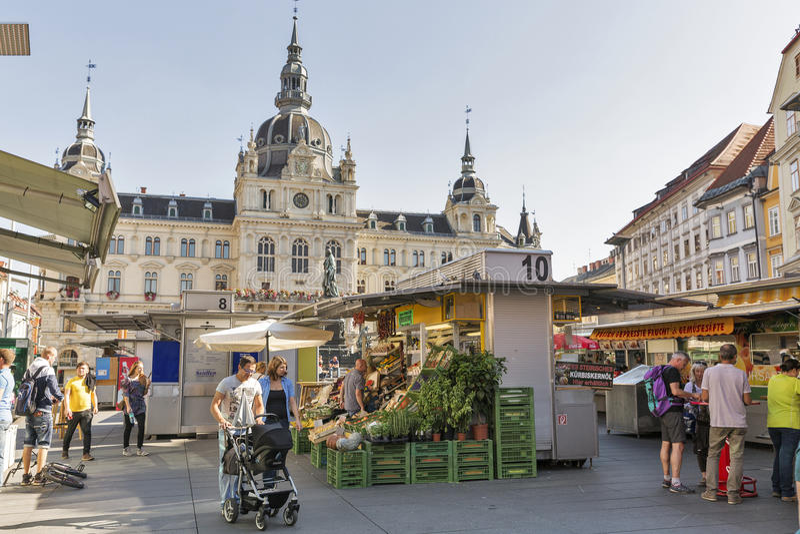 Уличный рынок на квадрате Hauptplatz в Граце, Австрии стоковая фотография