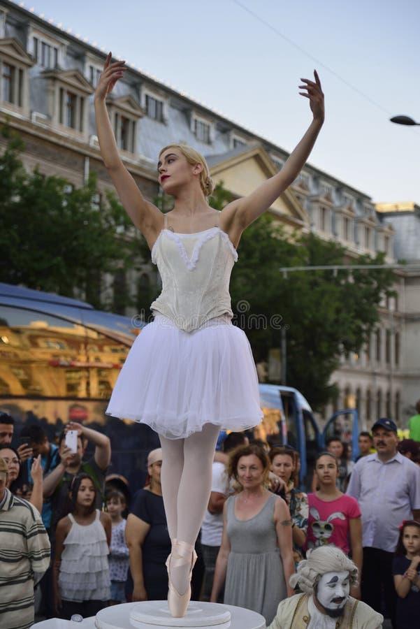Уличный театр на B-FIT в улице Бухаресте 2015 стоковые фото