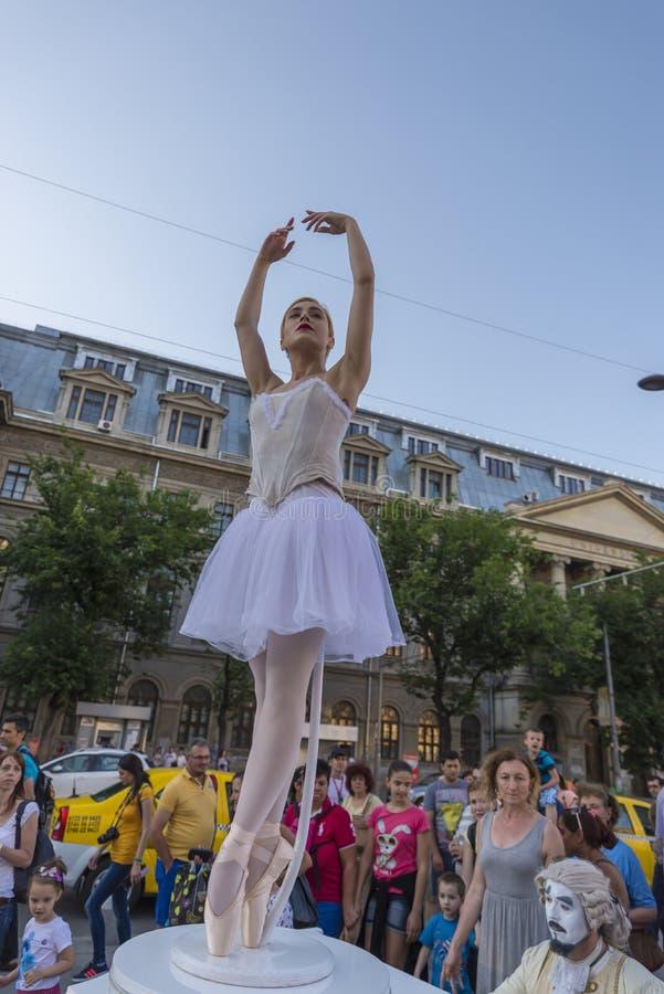 Уличный театр на B-FIT в улице Бухаресте 2015 стоковые изображения
