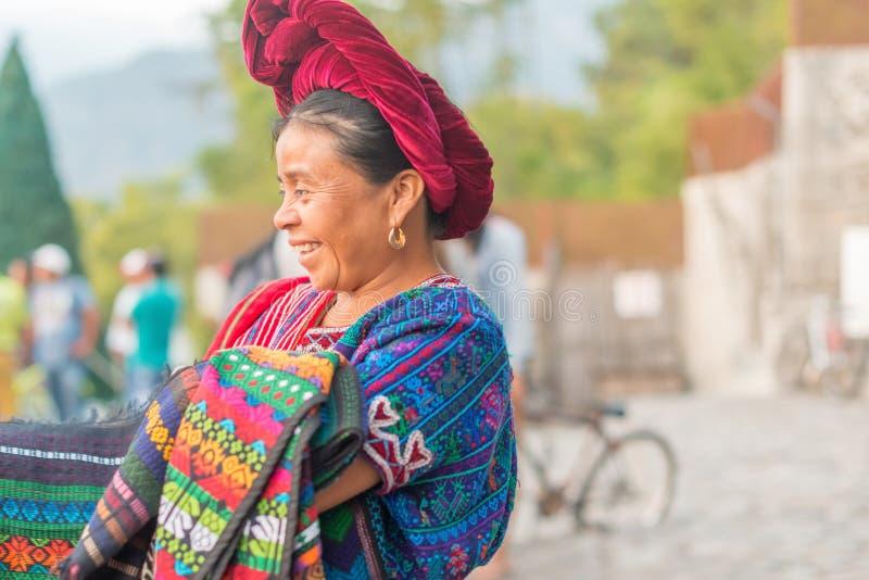 Уличный торговец в Panajachel, Гватемале стоковые изображения rf