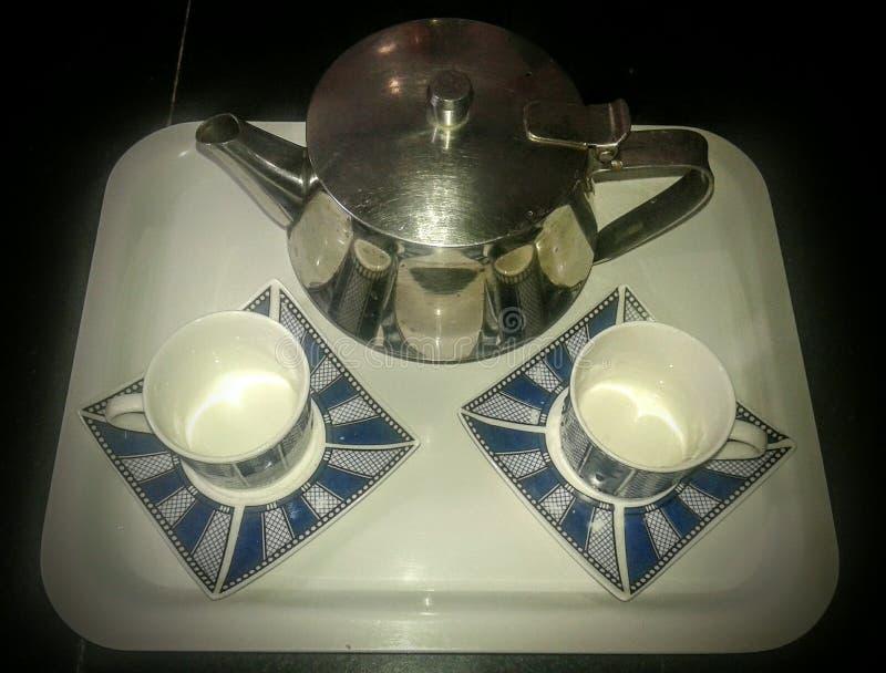 Удовольствие чашек и чайника чая и ослабляет стоковые фотографии rf
