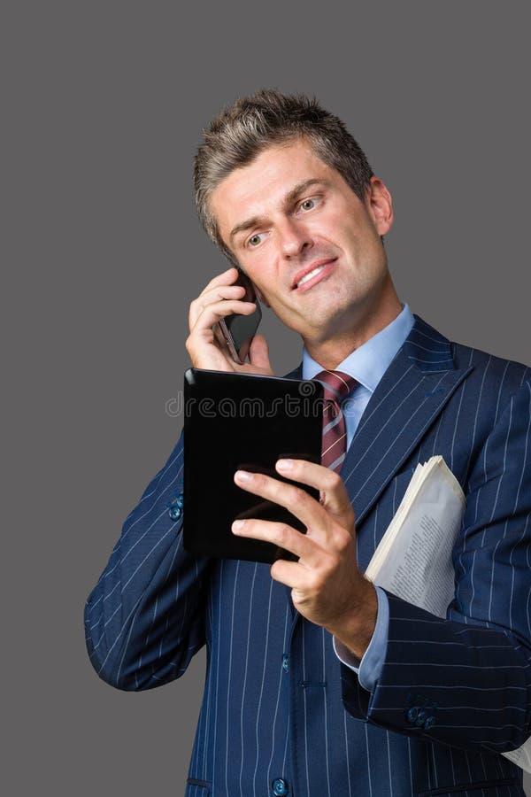 Download Удовлетворенный бизнесмен стоковое фото. изображение насчитывающей удовлетворено - 33725742