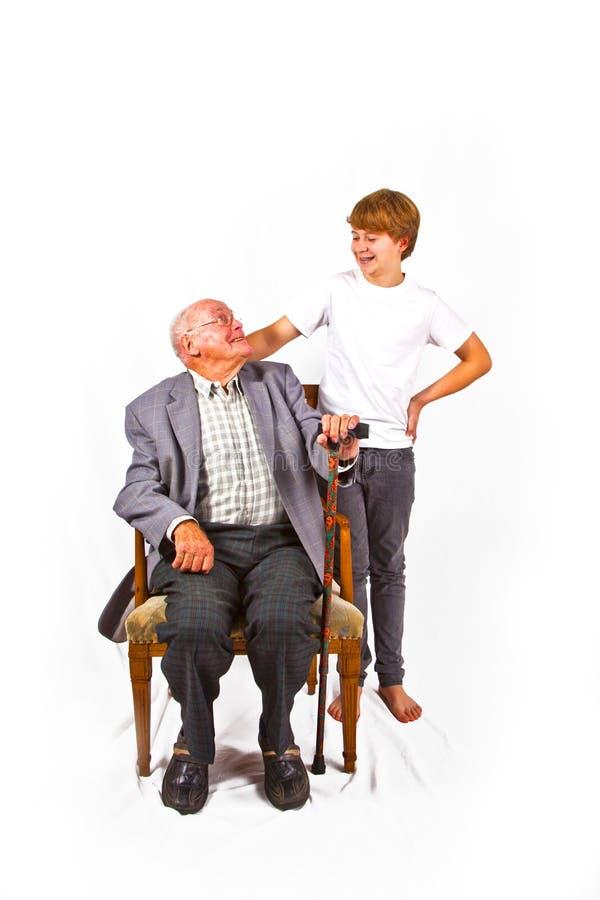 Улыбка деда и внука на одине другого стоковое изображение
