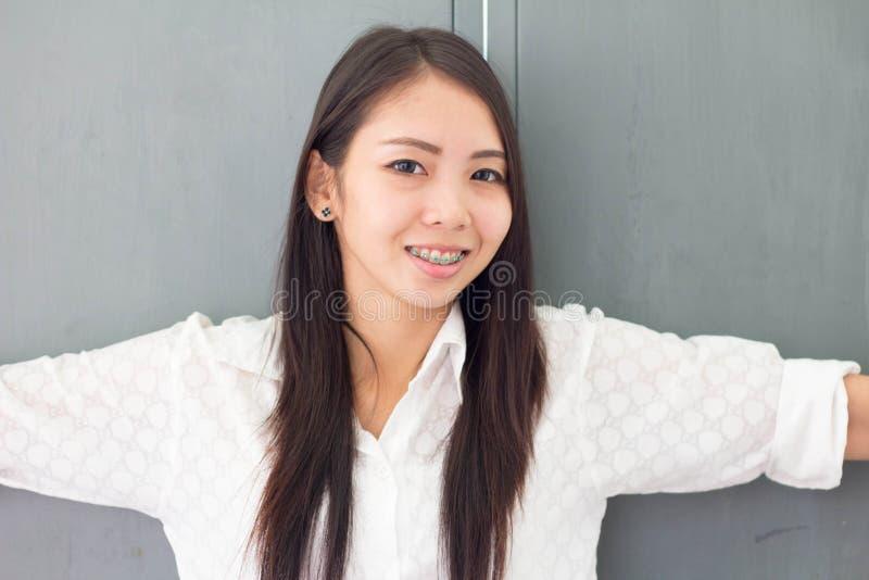 Улыбка женщины Азии тайская стоковое фото rf
