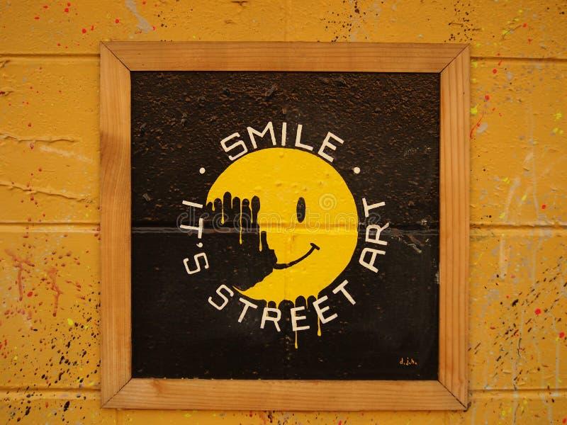 Улыбка, искусство улицы стоковые изображения