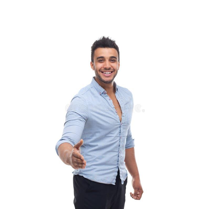 Улыбка красивого бизнесмена счастливая, жест гостеприимсва руки владением бизнесмена стоковое изображение rf